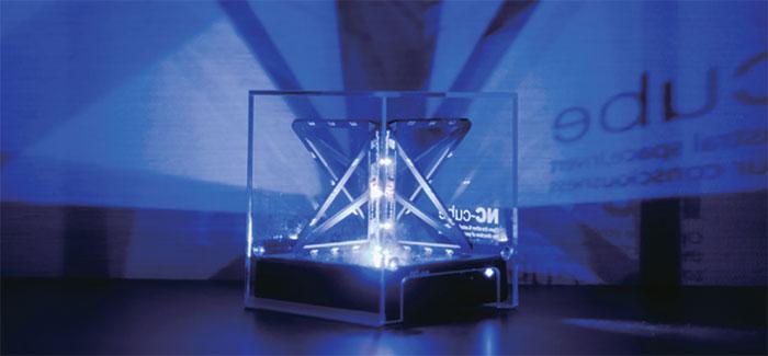 NCキューブプラス インスタレーションとしても楽しめる立体回路のシルエット